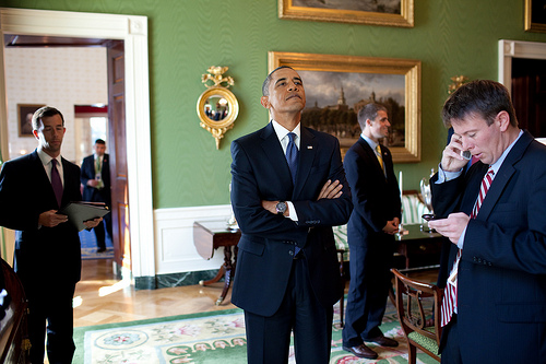 Obama-nose-up-WH-photo