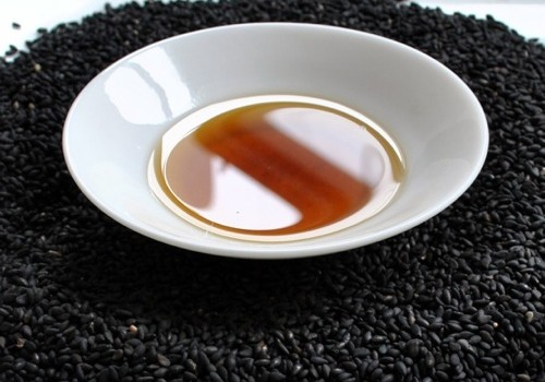 20110217-136931-black-sesame-seeds-oil