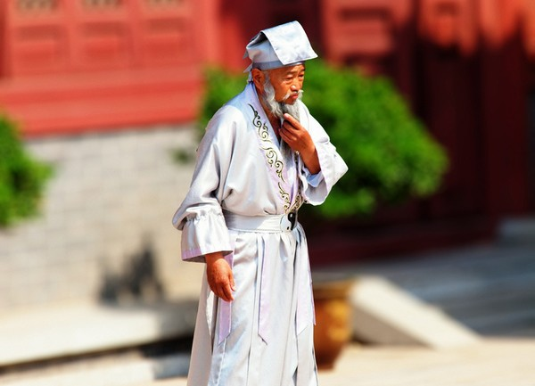 256 Year Old Chinese Herbalist Li Ching-Yuen, Holistic Medicine, and 15 Character Traits That Cause Diseases