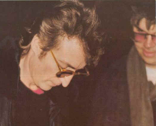 john-lennon-and-mark-david-chapman