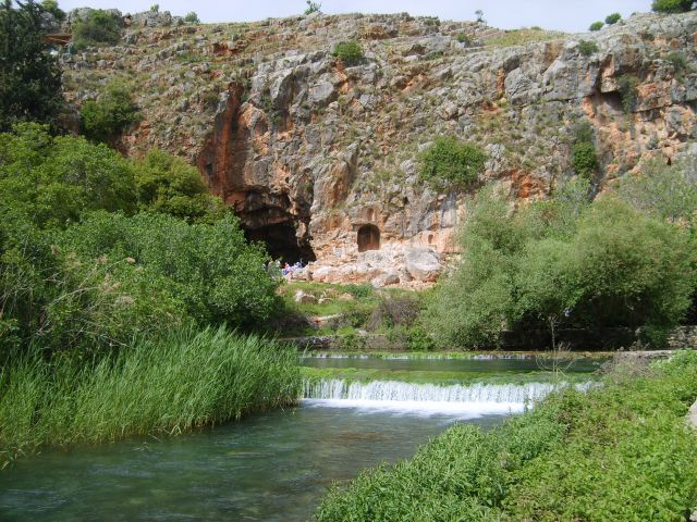 Banias_Spring_Cliff_Pan's_Cave