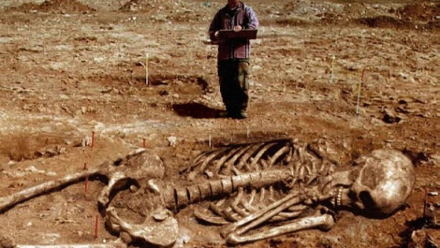 Giant-Human-Skeletons-Discovered-in-Wisconsin-650x416