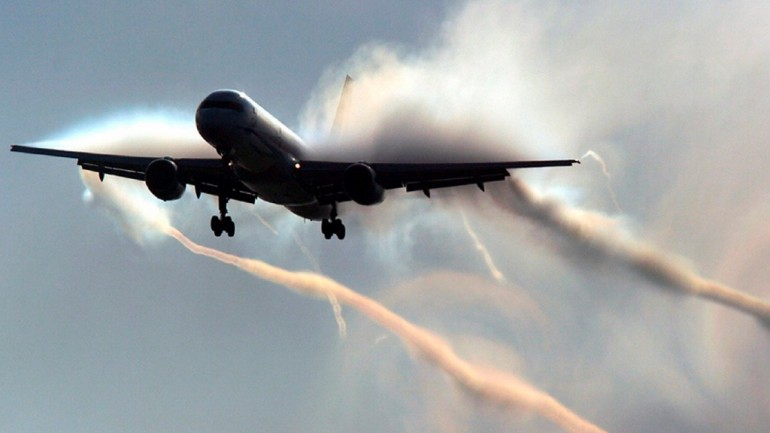 Busted Pilot Forgets To Turn Off CHEMTRAILS While Landing