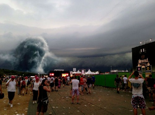 LiveLeak-dot-com-658_1402345159-face-in-clouds-at-pinkpop_1402345188.jpg.resized