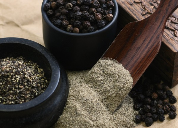 Spice Contamination: Your Black Pepper May Hold Insect Parts & 4 Of 10 Spices Hold Bacteria, Harmful Chemicals