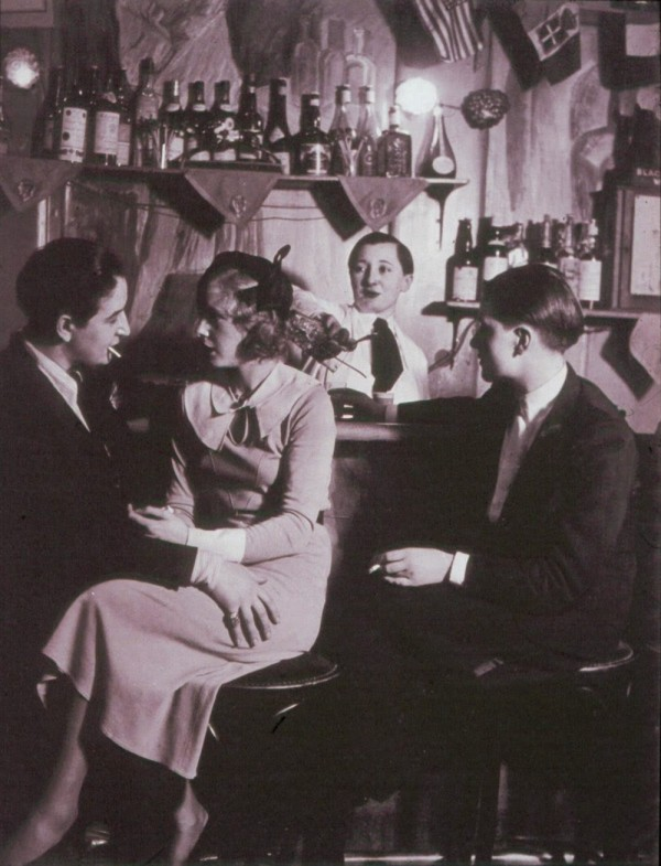 Lesbian couple at Le Monocle, Paris, 1932 (3)