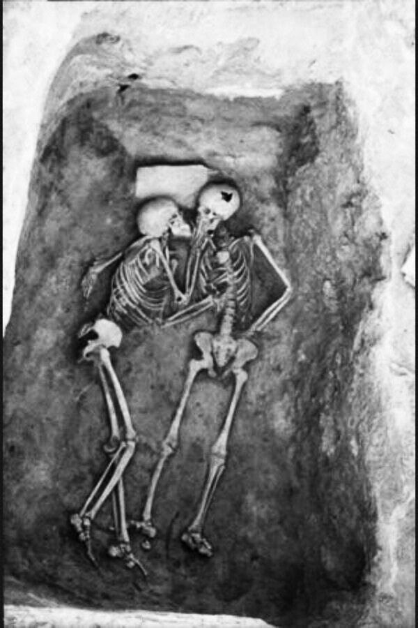 The 2800 year old kiss