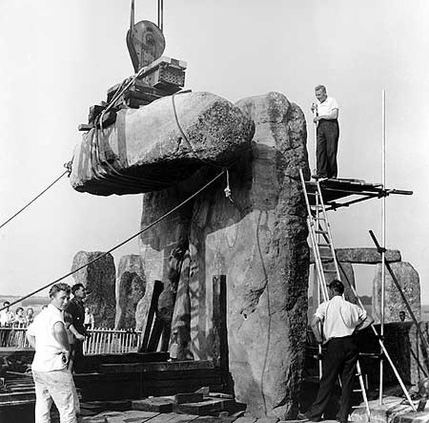 1954 PHOTOS SHOW STONEHENGE BEING BUILT