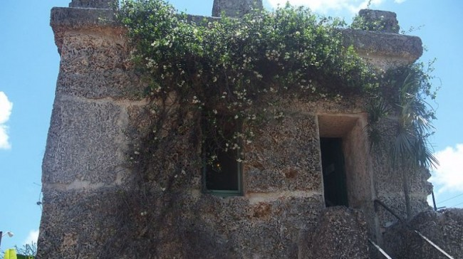 800px-Homestead_FL_Coral_Castle_tower03