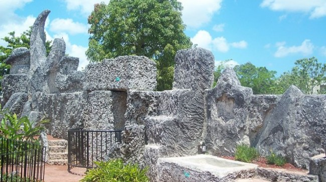 800px-Homestead_FL_Coral_Castle_wall01