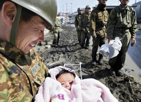 soliders-pulled-a-4-month-old-baby-girl-from-the-rubble