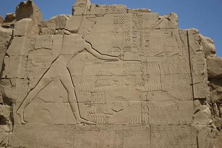 Thutmose-III-smiting-his-enemies