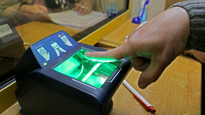 foreigners-biometric-fingerprinting-russian.si