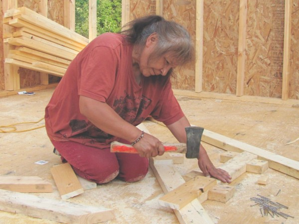homeless-woman-builds-a-home-for-herself-immediately-gets-fined-for-building-it-image-1