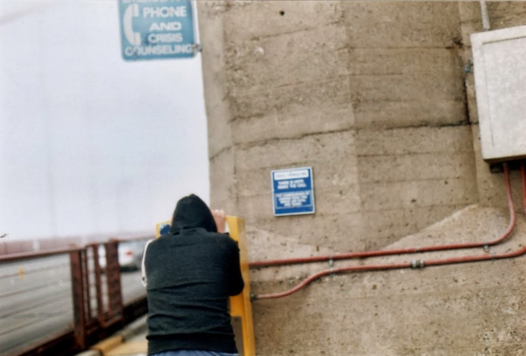 Man uses the suicide hotline on the Golden Gate Bridge