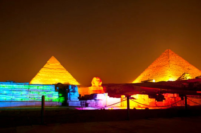 great-pyramid-of-giza-at-night-2-660x438