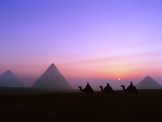 3 Unexplainable Facts About The Great Pyramids Great_pyramids_at_night-1024x768-660x495