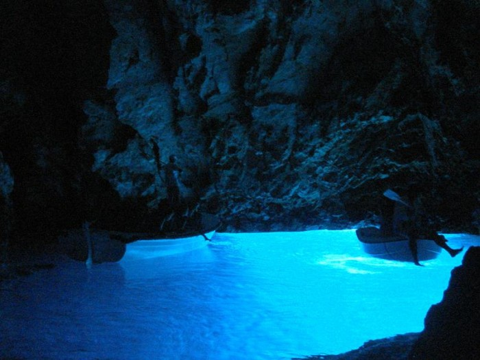 52-Breathtaking-Caves-From-Around-the-World-03