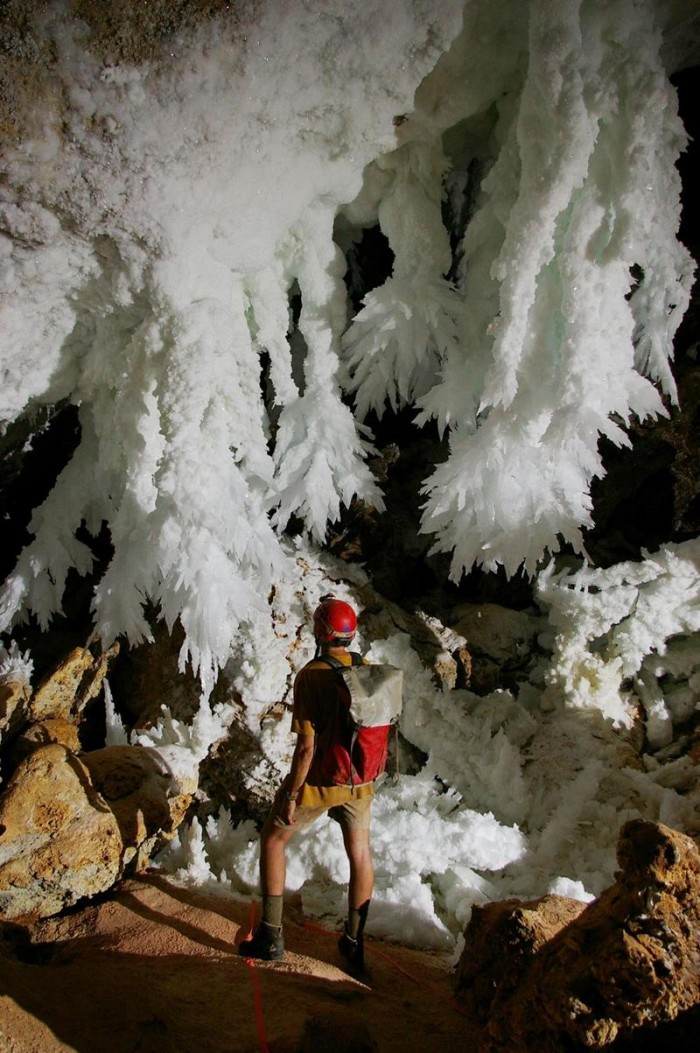52-Breathtaking-Caves-From-Around-the-World-28