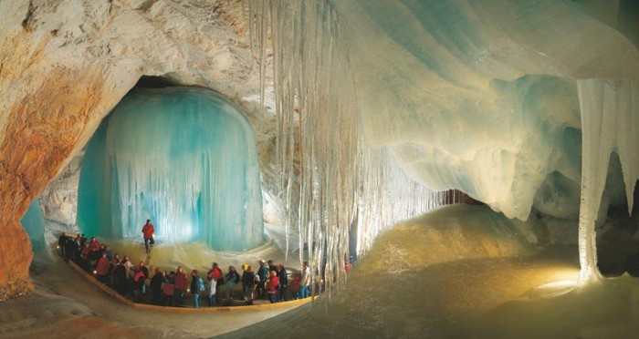52-Breathtaking-Caves-From-Around-the-World-31