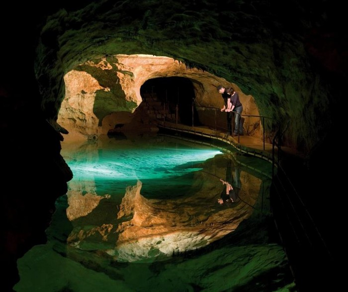 52-Breathtaking-Caves-From-Around-the-World-35