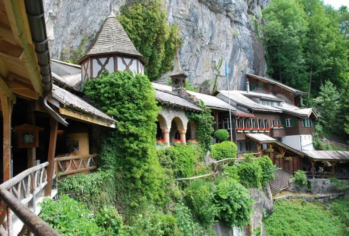 52-Breathtaking-Caves-From-Around-the-World-39