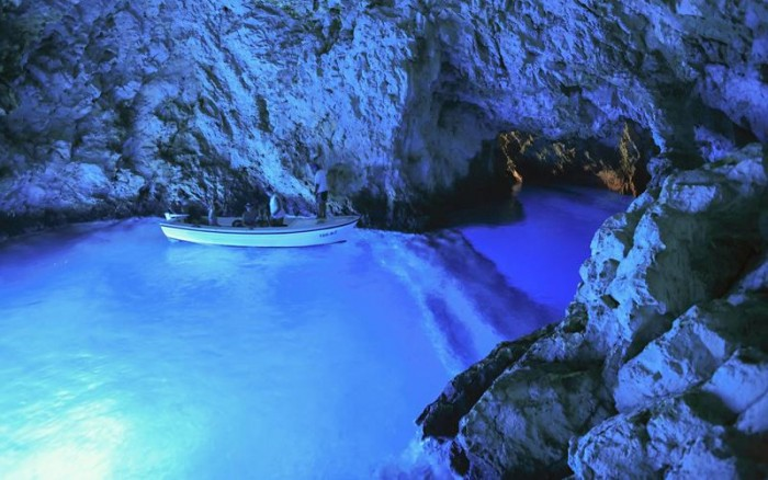 52-Breathtaking-Caves-From-Around-the-World-52