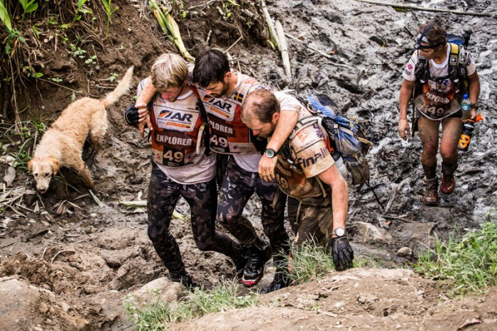 dog-follows-and-joins-swedish-adventure-race-team-2