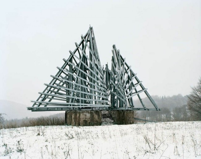 old-monuments-yugoslavia-spomeniks-jan-kempenaers-11