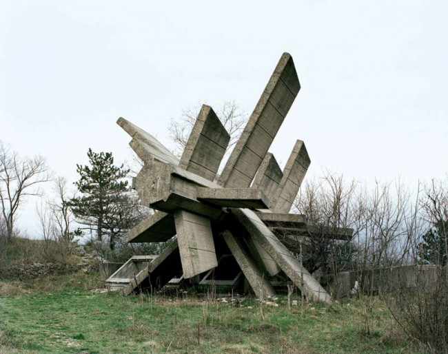 old-monuments-yugoslavia-spomeniks-jan-kempenaers-12