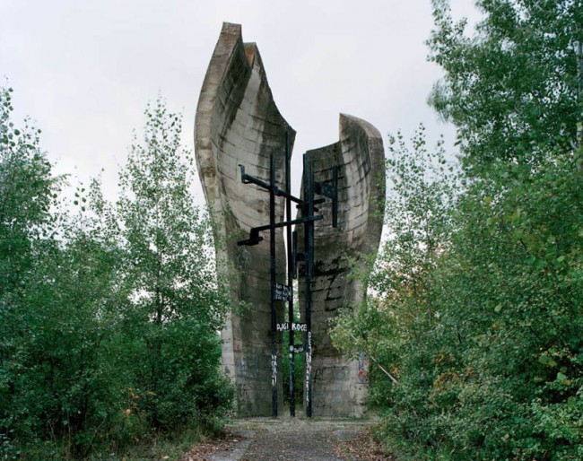 old-monuments-yugoslavia-spomeniks-jan-kempenaers-18