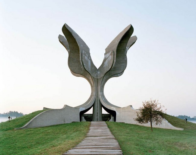 old-monuments-yugoslavia-spomeniks-jan-kempenaers-8