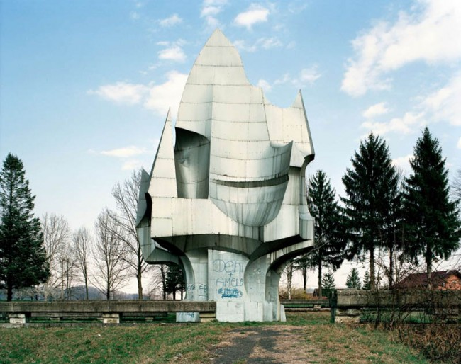 old-monuments-yugoslavia-spomeniks-jan-kempenaers-9
