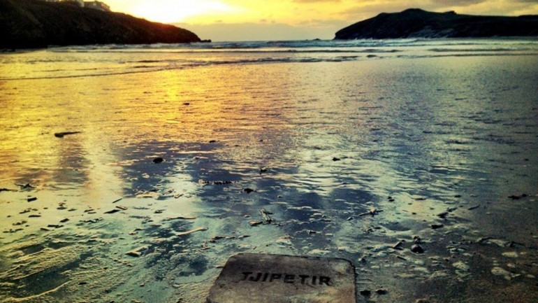 The Mysterious Tjipetir Blocks – Dark Slabs with Cryptic Writing Found on Beaches Across Europe