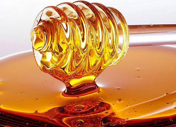 Wait, You Can Wash Your Hair With Honey? A DIY Honey Shampoo Recipe