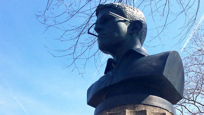 Edward Snowden Statue Erected in NYC; Immediately Demolished By Parks Department