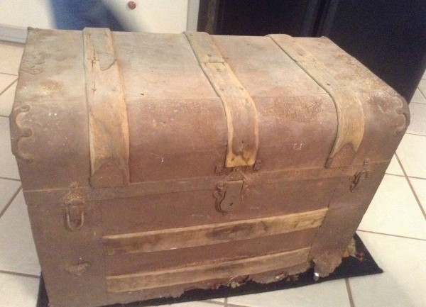 He Finds His Great Grandpa's Dusty Trunk From The 1900s…But When He Opened It? WOW