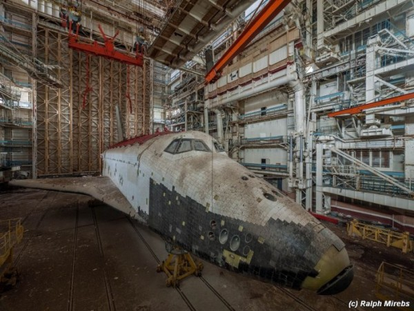 Man Noticed This Abandoned Hangar. But What's Inside Caught Him By Surprise (28)
