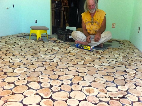 They Used Wooden Discs To Give Their Old Floor An Incredible Makeover. Wow! (4)