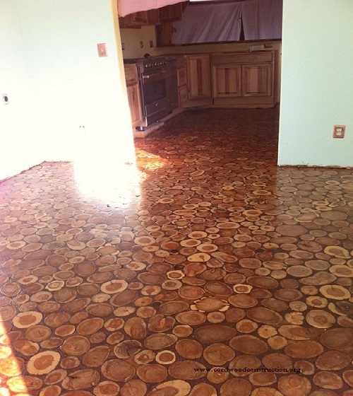 They Used Wooden Discs To Give Their Old Floor An Incredible Makeover. Wow! (9)