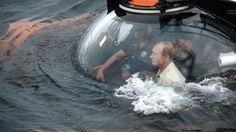 Putin Rides Submersible To Bottom of Black Sea