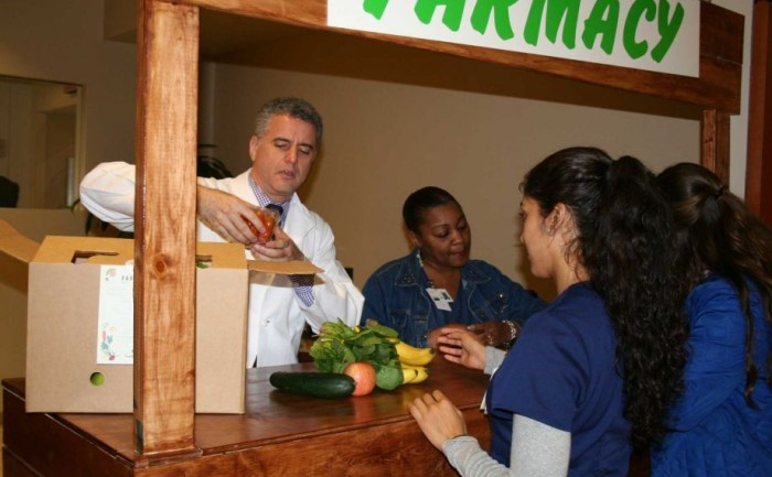 This Doctor Prescribes Fruits And Vegetables Instead Of Drugs