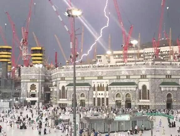 On 9/11 Anniversary Lightning Strikes World's Holiest Mosque Of Makkah In Mecca Hundreds Dead & Injured After Crane Collapses