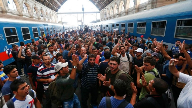 'Refugees' Throw Rocks At Hungarians