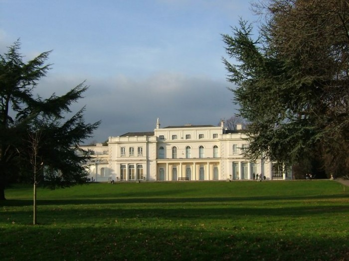 800px-The_Large_Mansion_at_Gunnersbury_ed