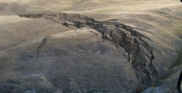 Huge Crack in The Earth Opens Up Yellowstone Bighorn Mountains