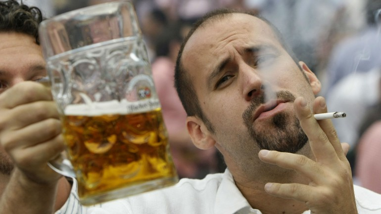 Here's Why You Usually Want A Cigarette Only When You're Drinking