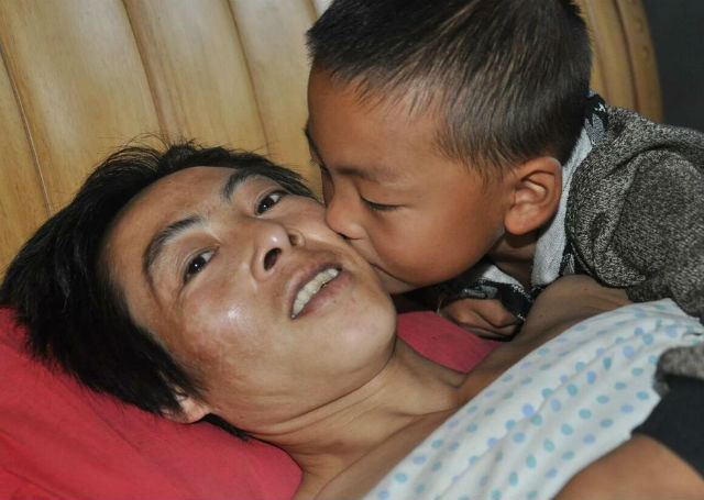 7-Year-Old Boy Takes Sole Care of His Paralyzed Father After His Mother Walks Out Guizhouboy-7