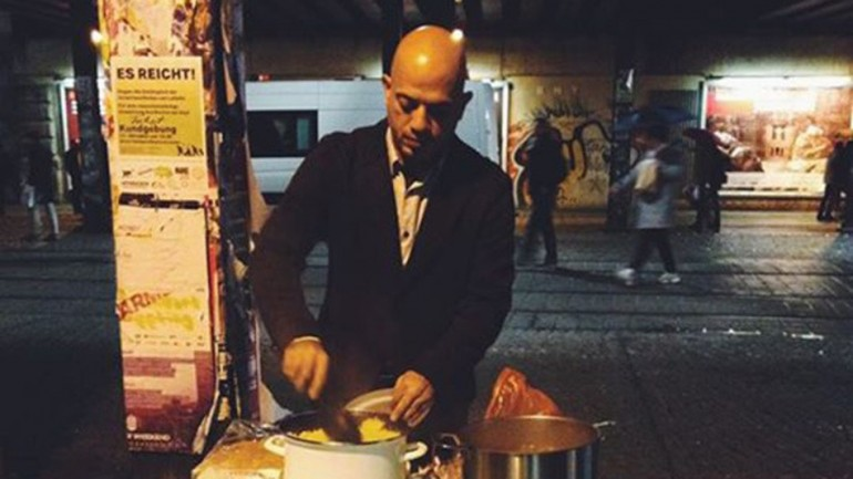 Syrian Man Feeds Berlin's Homeless to Repay German Hospitality