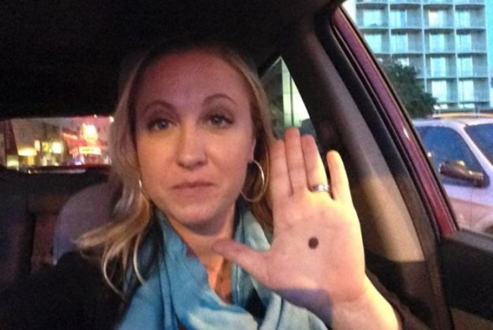 If You Notice Someone With A Black Dot On The Palm, Call The Police!